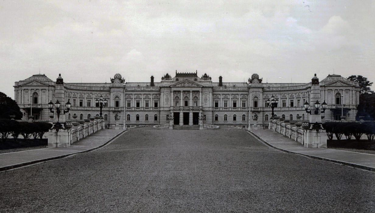 1909年创建时的迎宾馆赤坂离宫的本馆北侧的照片