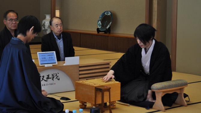 特別開館の事例のご紹介。和風別館で実施された将棋「第二期叡王戦決勝三番勝負」の写真。