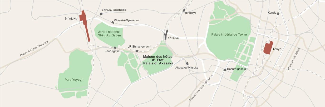 Une carte indiquant l'emplacement de la Maison des hôtes d'État, Palais d'Akasaka, dans le centre de la ville de Tokyo.  À l'est de la Maison des hôtes d'État se trouve le Palais Impérial de Tokyo, et à l'ouest, le Parc national de Shinjuku Gyoen et le Parc Yoyogi.