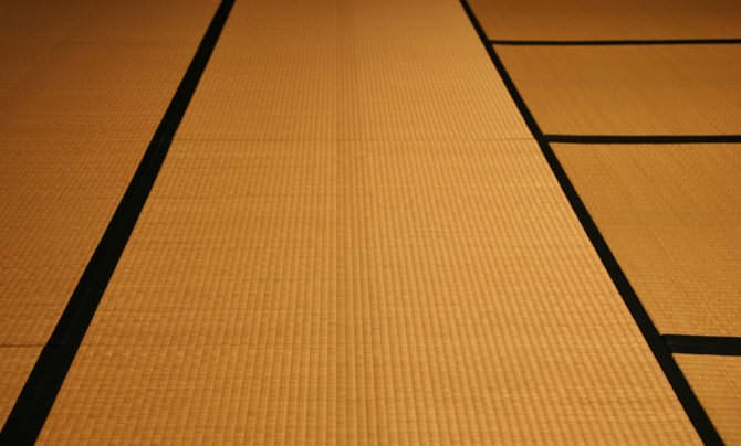 Tatami extends in all directions. The tatami is put together with a traditional technique called