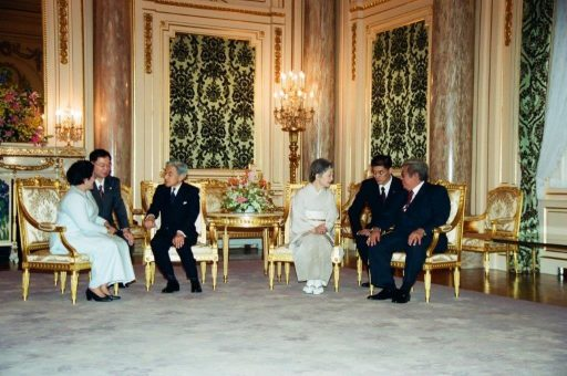 President Megawati and Mr. Taufiq Kiemas speak with by the Emperor and Empress Michiko during the farewell session in Asahi no Ma