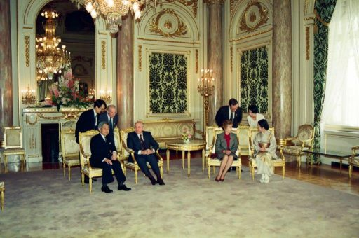 President Gorbachev and Mrs. Gorbachev speak with Emperor Showa and Empress during the farewell session in Asahi no Ma