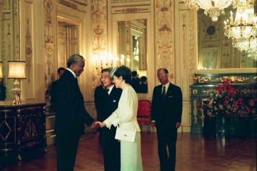 President Mandela receives Emperor and Empress Michiko in Sairan no Ma