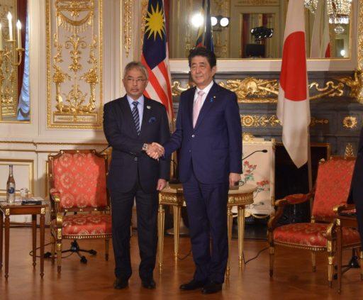 Prime Minister Abe meets with H.M. Al-Sultan ABDULLAH Ri'ayatuddin Al-Mustafa Billah Shah Ibni Sultan Haji Ahmad Shah Al-Musta'in Billah, The Yang di-Pertuan Agong XVI of Malaysia.