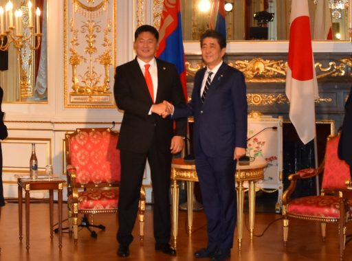 Prime Minister Abe meets with H.E. Mr. Ukhnaa KHURELSUKH, Prime Minister of Mongolia.