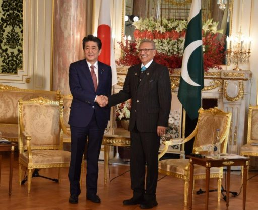 Prime Minister Abe meets with Dr. Arif ALVI, President of the Islamic Republic of Pakistan.
