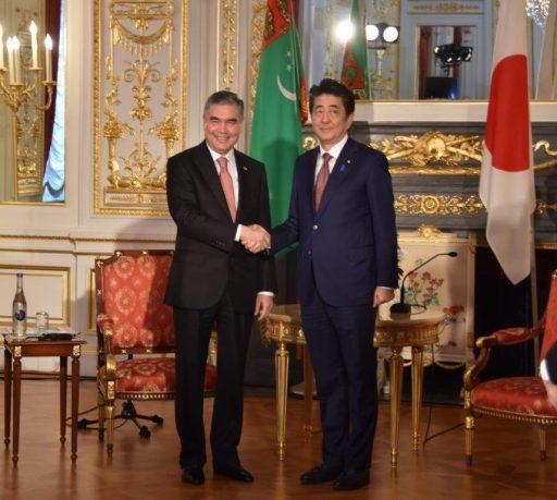 Prime Minister Abe meets with H.E. Mr. Gurbanguly BERDIMUHAMEDOV, President of Turkmenistan.