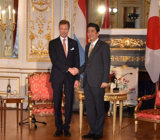 Prime Minister Abe meets with H.R.H. Grand Duke HENRI of Luxembourg.